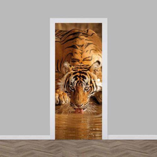 Deursticker drinkende tijger