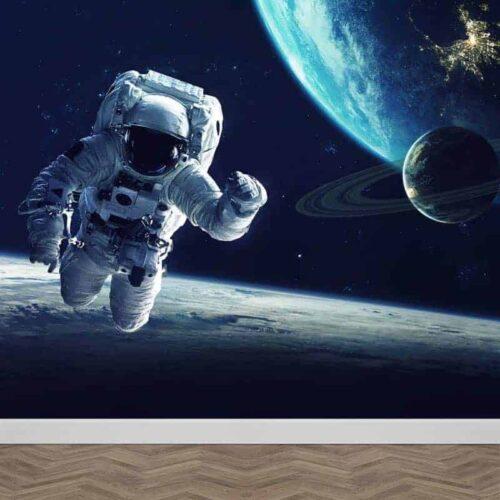 Astronaut bij aarde