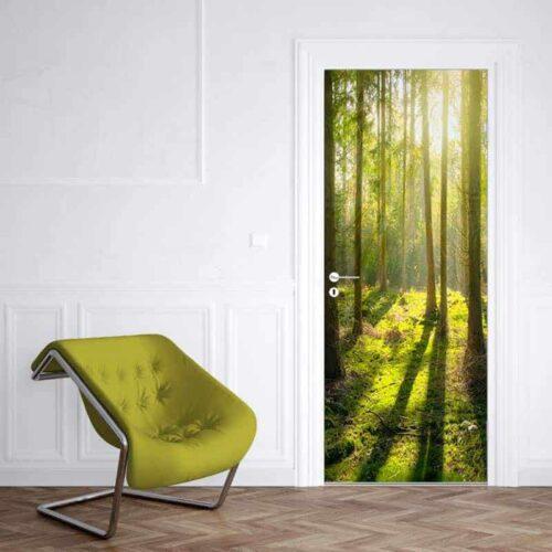 Deursticker Zonnestralen in het bos