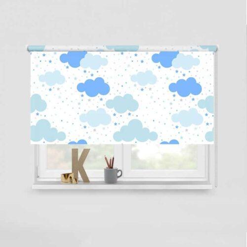 Rolgordijn Pastel blauwe wolkjes en sterretjes