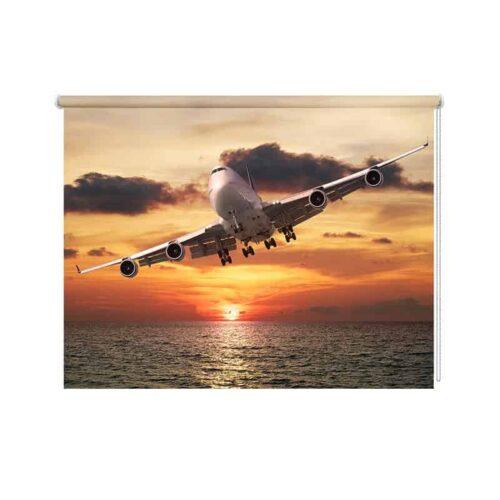 Rolgordijn Vliegtuig boven zee