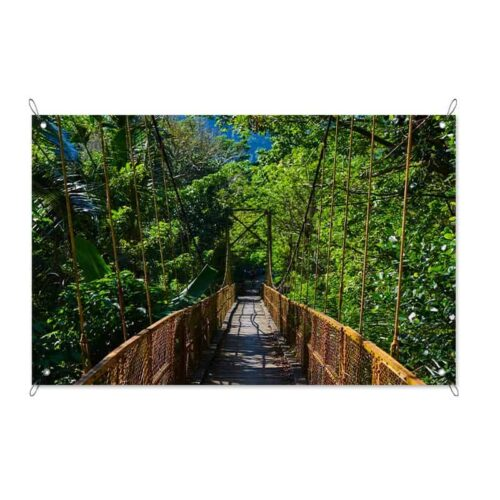 Tuinposter Hangbrug in de jungle