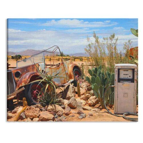 Canvas Vintage auto bij benzinepomp