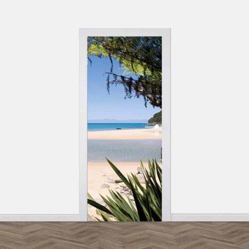 Deursticker Uitzicht op tropisch strand
